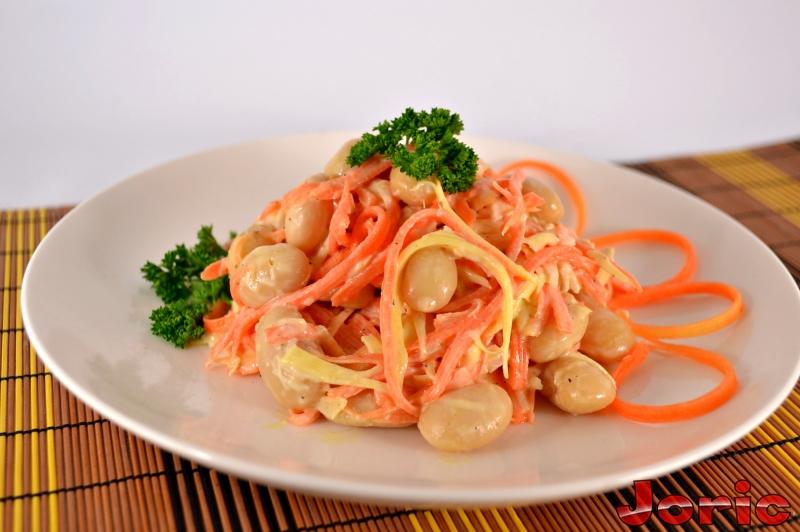 салат с фасолью курицей и корейской морковкой